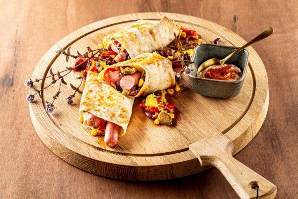 Presentatie van hot dog wraps van Coertjens