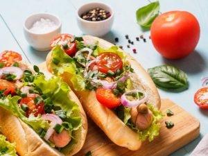 2 hot dogs met groenten