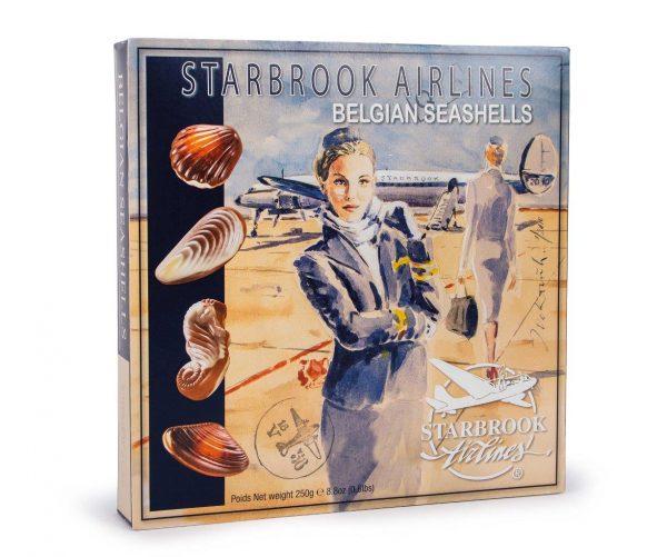 Stewardess verpakking van Starbrook Airlines chocolade zeevruchten