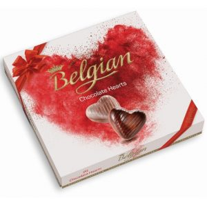 Coeurs de chocolat du Belge dans une boîte blanche de cadeau avec le coeur rouge